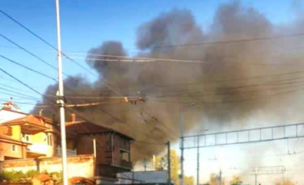 Пожар обхвана голяма площ от пловдивския ромски квартал