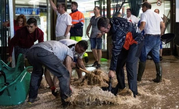 Поройни дъждове в испанската столица Мадрид отнесоха коли и оставиха