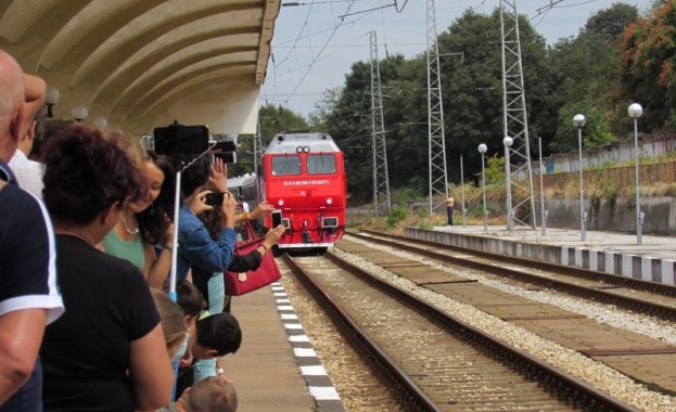 С 45 минути закъснение пристигна днес в Русе легендарният влак