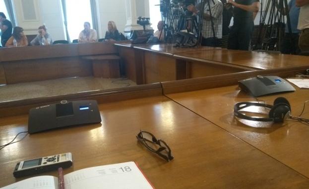 С демонтирани микрофони за журналистите премина пресконференцията на премиера Бойко