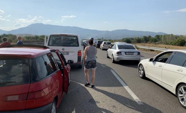 3 километра е опашката от чакащи автомобили в съботния ден