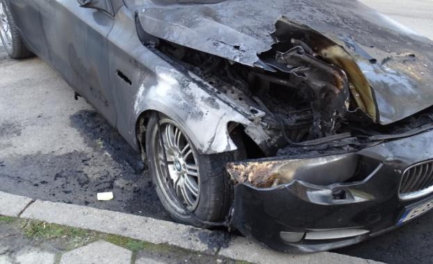 Трима души пострадаха при пожар на лек автомобил с газова