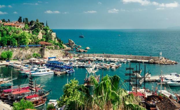 Анталия е посрещнала над 10 млн туристи през миналата година