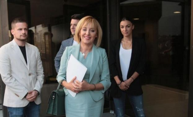 Манолова: Фандъкова наглася обществени поръчки за електробуси предизборно
