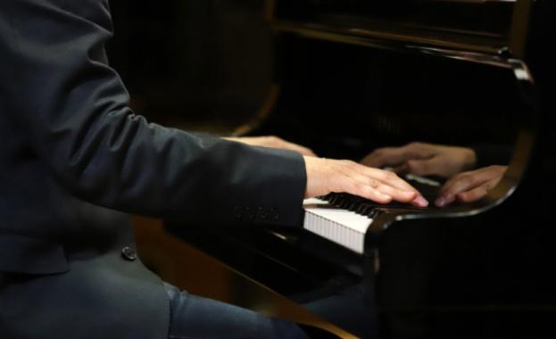 """Емануил Иванов е големият победител в Международния конкурс за пианисти """"Феручо Бузони"""""""