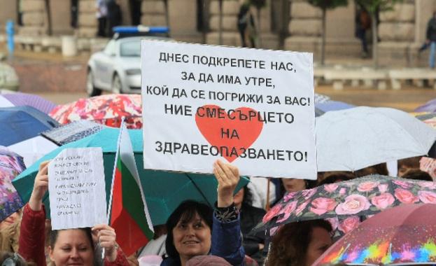 Национален протест на медицинските сестри пред парламента