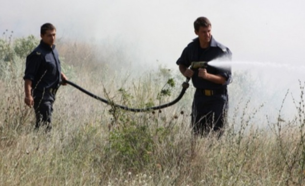 Над 2 000 декара площ е обхванал големият пожар, който