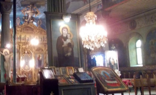 """В храма """"Св. Николай Чудотворец"""" в Разград бе посрещната чудотворна икона"""