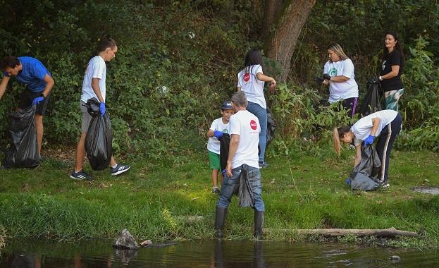 Служители на Кока-Кола в България събраха повече от 750 чувала