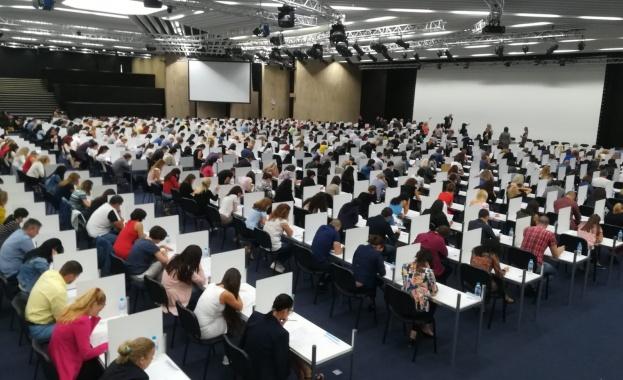 595 от допуснатите общо 706 кандидата се явиха на писмения
