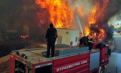 Голям пожар е избухнал на остров Закинтос