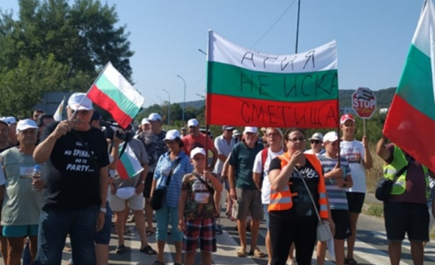 Близо 50 души от 3 созополски села протестираха в центъра
