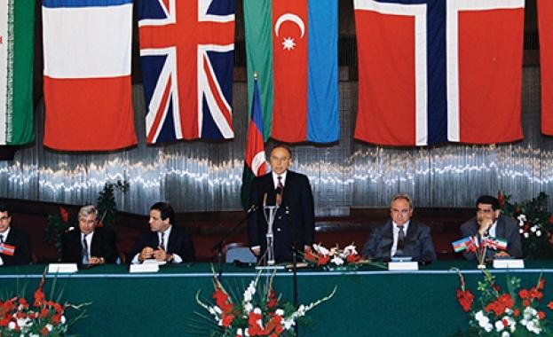 """Азербайджан отбелязва 25-та годишнина от подписването на """"Договора на века"""