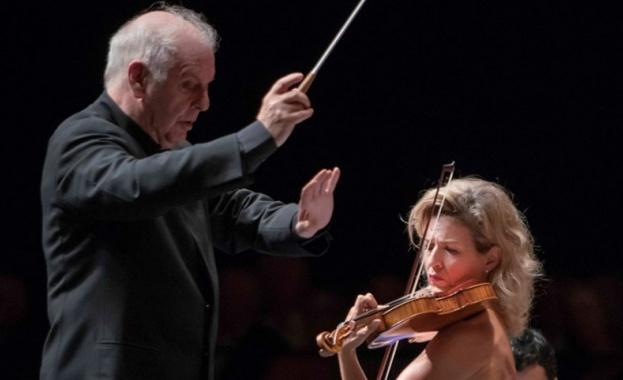Цигуларка спряла концерт заради зрител, който я снимал с мобилен телефон
