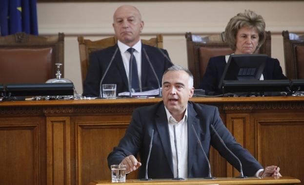 """""""България има проблем с парламентарната демокрация"""", това заяви народният представител"""