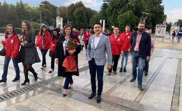 Председателят на БСП Корнелия Нинова се срещна с граждани в