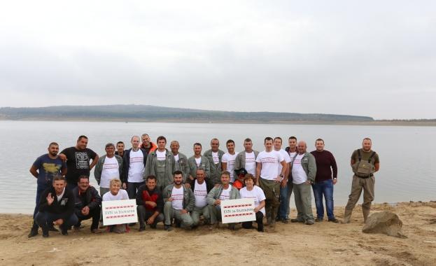 """EVN България проведе доброволческа акция за почистване и зарибяване на язовир """"Пясъчник"""""""