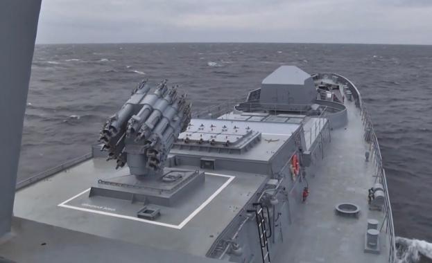 Русия изстреля крилата ракета от подводница в Черно море (видео)