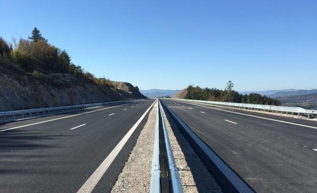 """Утре се пуска движението по новия 9,3 км участък от АМ """"Хемус"""" в посока Варна (снимки)"""