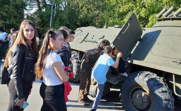 Армията е институция, което дава възможност за личностно развитие, възпитава