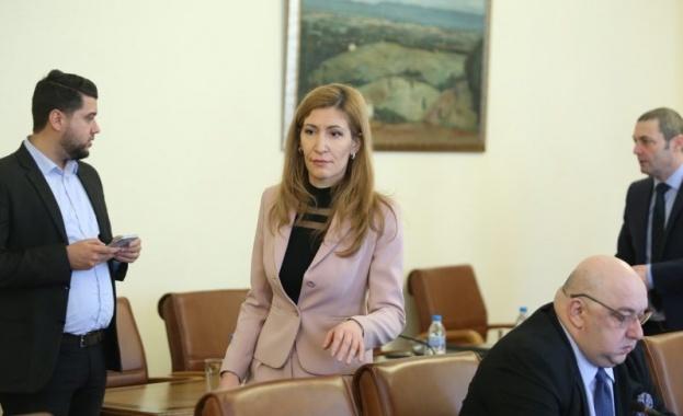 Снимка: Ангелкова: 2019 година е трудна и пълна с предизвикателства, но и положителни резултати