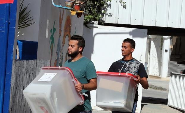 В Тунис избират президент. Над 7 милиона избираеми ще гласуват.