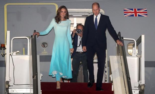 Снощи принц Уилям и съпругата му Кейт Мидълтън пристигнаха в