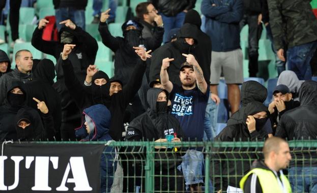 Петима от феновете, предизвикали расисткия скандал по време на мача