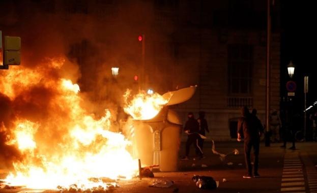 Сблъсъци между протестиращите и полицията избухнаха в близост до сградата