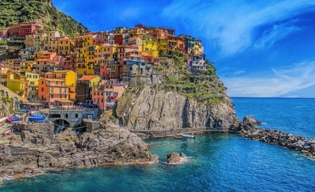 Чинкуе Тере e крайбрежен район в Северозападна Италия. Заради красотата