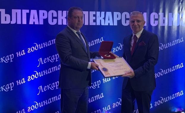Проф. Панайотов е началник на Клиниката по кардиохирургия в Университетската