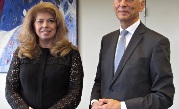 Вицепрезидентът Илияна Йотова разговаря в Страсбург с генералния секретар на