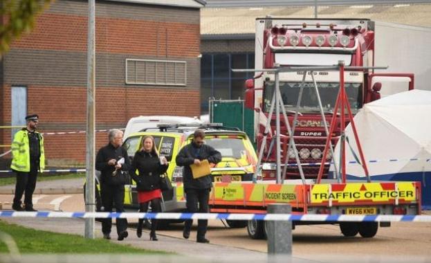 Британската полиция започна работа по идентифицирането на 39-те жертви, намерени