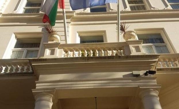Посолството ни в Лондон е в контакт с британските власти