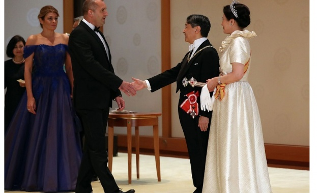 В момента Румен Радев и съпругата му са в Япония