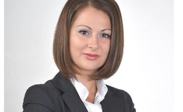 Вяра Емилова е родена през 1978 г. Член е на