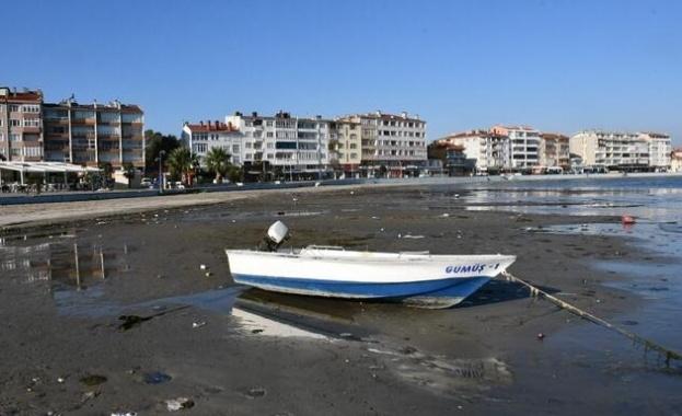 Морето при северозападния турски окръг Текирдаг се отдръпна на 25