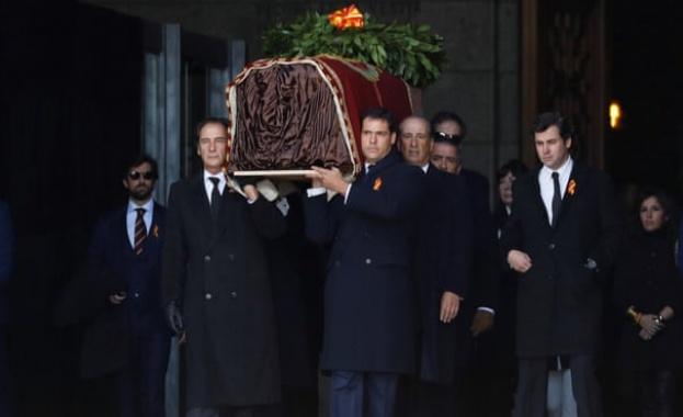 Тялото на Франсиско Франко беше ексхумирано днес от мавзолея в