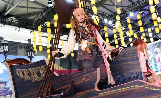 """Филмовото студио Disney подновява франчайзинга на """"Карибски пирати"""