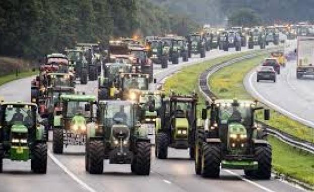Стотици километри задръстване на холандски магистрали поради протест на строителни