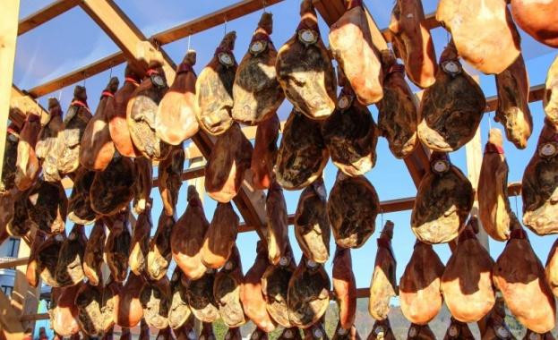 Снимка: Празникът на Еленския бут е туристическа атракция