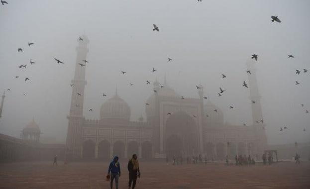 Въздухът в столицата на Индия е толкова мръсен, че дори
