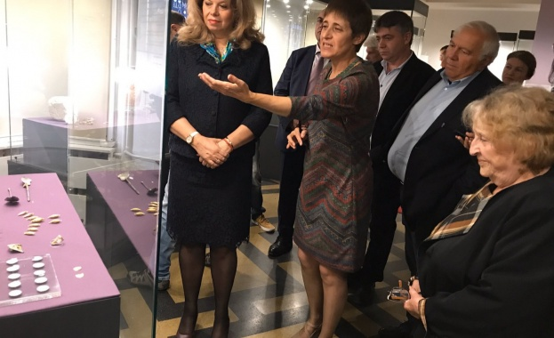 Илияна Йотова откри в Националния археологически институт с музей при БАН изложба със съкровища от Велики Преслав