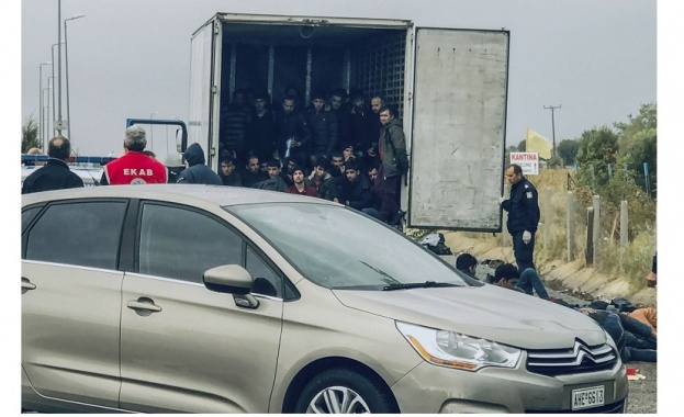 И камионът със задушаващи се мигранти, задържан в Гърция, е с българска регистрация