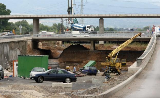 Започнаха същинските строителни дейности на участъка от над 6 км