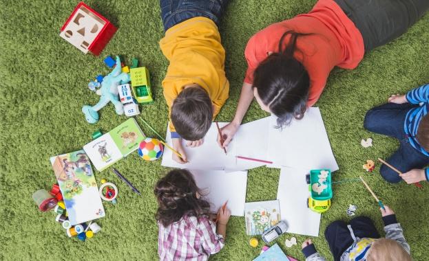 Как да бъдат развити социалните умения на хората в аутистичния