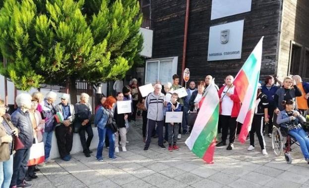След няколко протеста на жители на село Атия, новият кмет