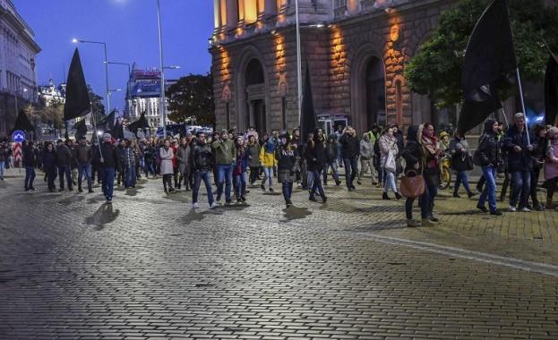 Родители от няколко града излязоха на протест срещу новия закон