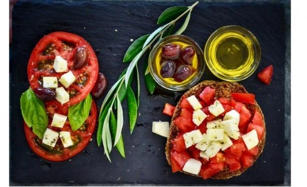 Зехтин наричаме маслото, което се добива от плода на маслината.