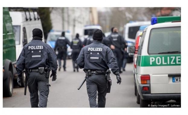 Германската полиция задържа трима предполагаеми джихадисти от Ислямска държава. Според